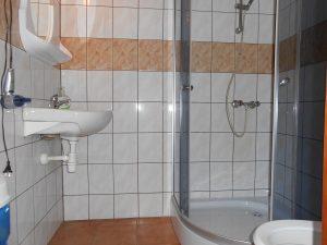 łazienka w pokojach gościnnych